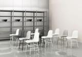 Normann Copenhagen Form Chair stapelbare stoel met gelakt onderstel