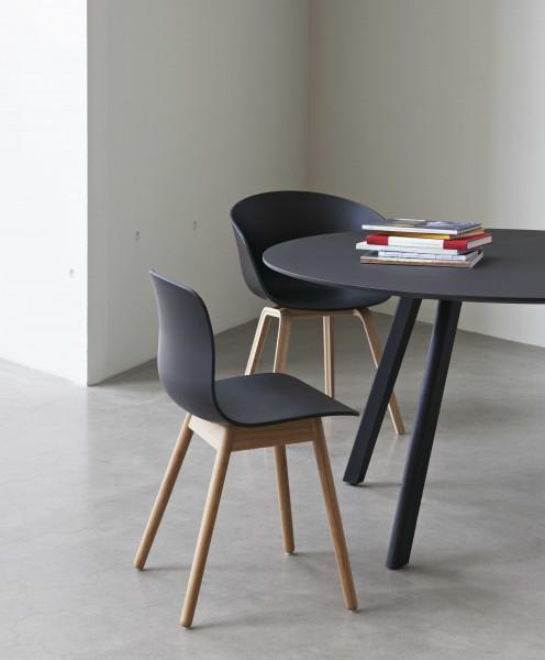 Hay About a Chair AAC12 ECO stoel met gelakt onderstel zwart