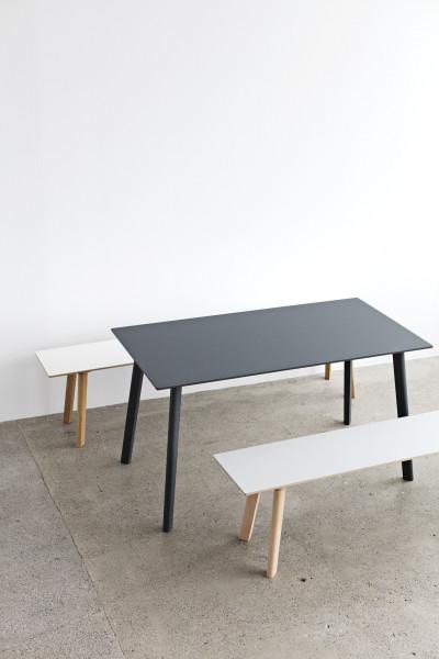 Hay CPH Deux 210 tafel 75x75 met gebeitst beuken onderstel