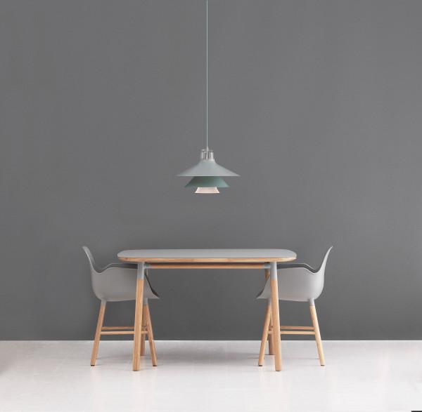 Normann Copenhagen Tweedekansje - Form Armchair stoel met eiken onderstel zwart