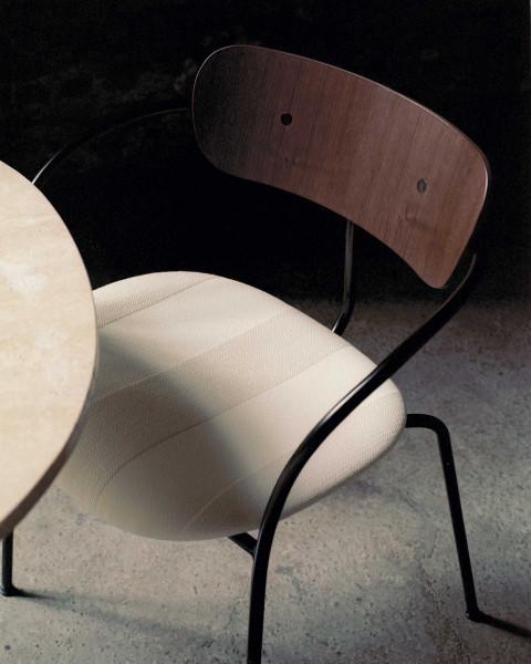 &tradition Pavilion AV4 gestoffeerde stoel