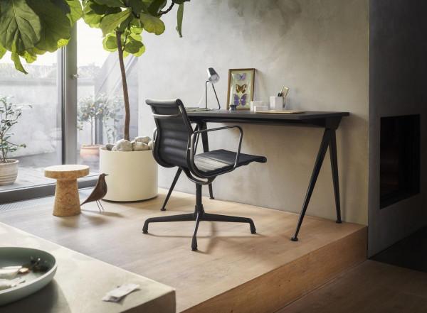 Vitra EA 104 stoel zwart aluminium onderstel