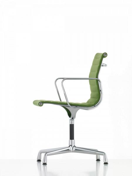 Vitra EA 103 stoel
