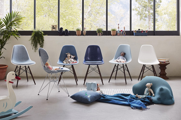 Vitra Eames DSW stoel donker esdoorn onderstel