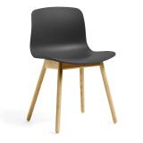 Hay About a Chair AAC12 stoel met helder gelakt onderstel