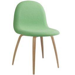 Gubi Gubi 3D stoel gestoffeerd met eiken onderstel
