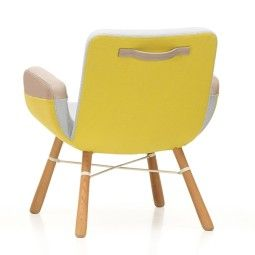 Vitra East River Chair fauteuil met naturel eiken onderstel