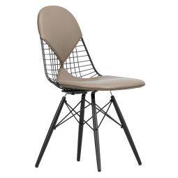 Vitra Eames Wire Chair DKW-2 stoel met zwart esdoorn onderstel